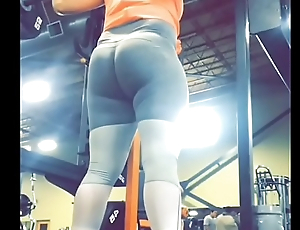 fit gym babe perfect ass doing squats