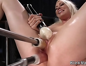 Kirmess Milf fucks writing penetration machine