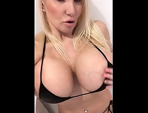 Milf masturbation digs alone