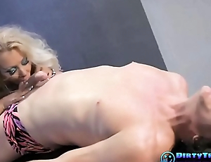 Flexible Blonde with Hardcore Action