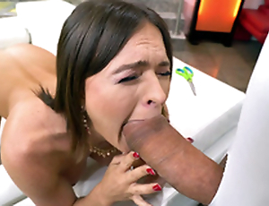 MILF Krissy Lynn is sucking burnish apply enormous unearth
