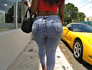 Diamond Monroe walking alfresco and shaking her enormous ass