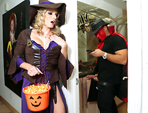 Halloweeny - Naked Cory Chase Up the porn scene