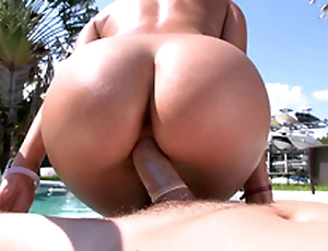 There is the opportunity with enjoy XXX riding and Rachel Starr won't go berserk