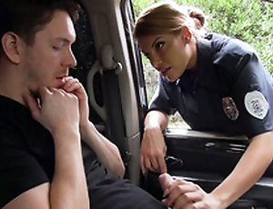 Latina policewoman Mercedes Carrera deals with driver's XXX gearbox