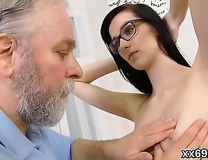 Doctor looks hymen physical and virgin chick riding